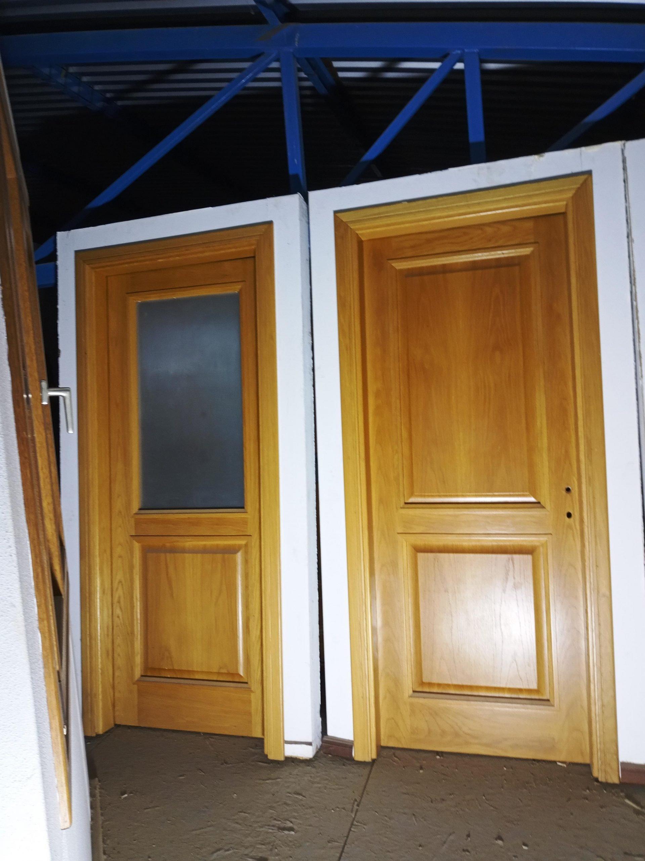 Δείγματα ξύλινων πορτών με τζάμι ή ταμπλά