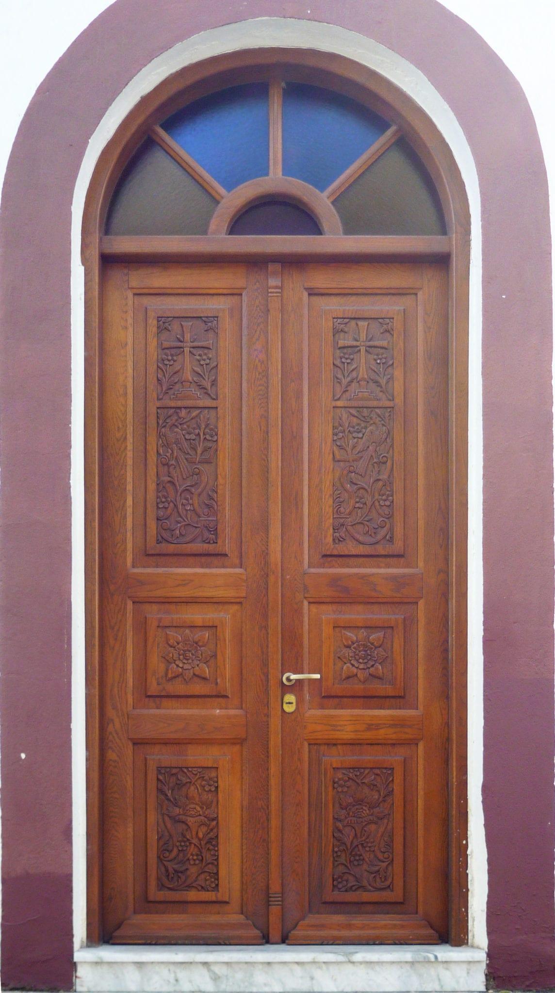 πόρτα εισόδου ασφαλείας με φεγγίτη
