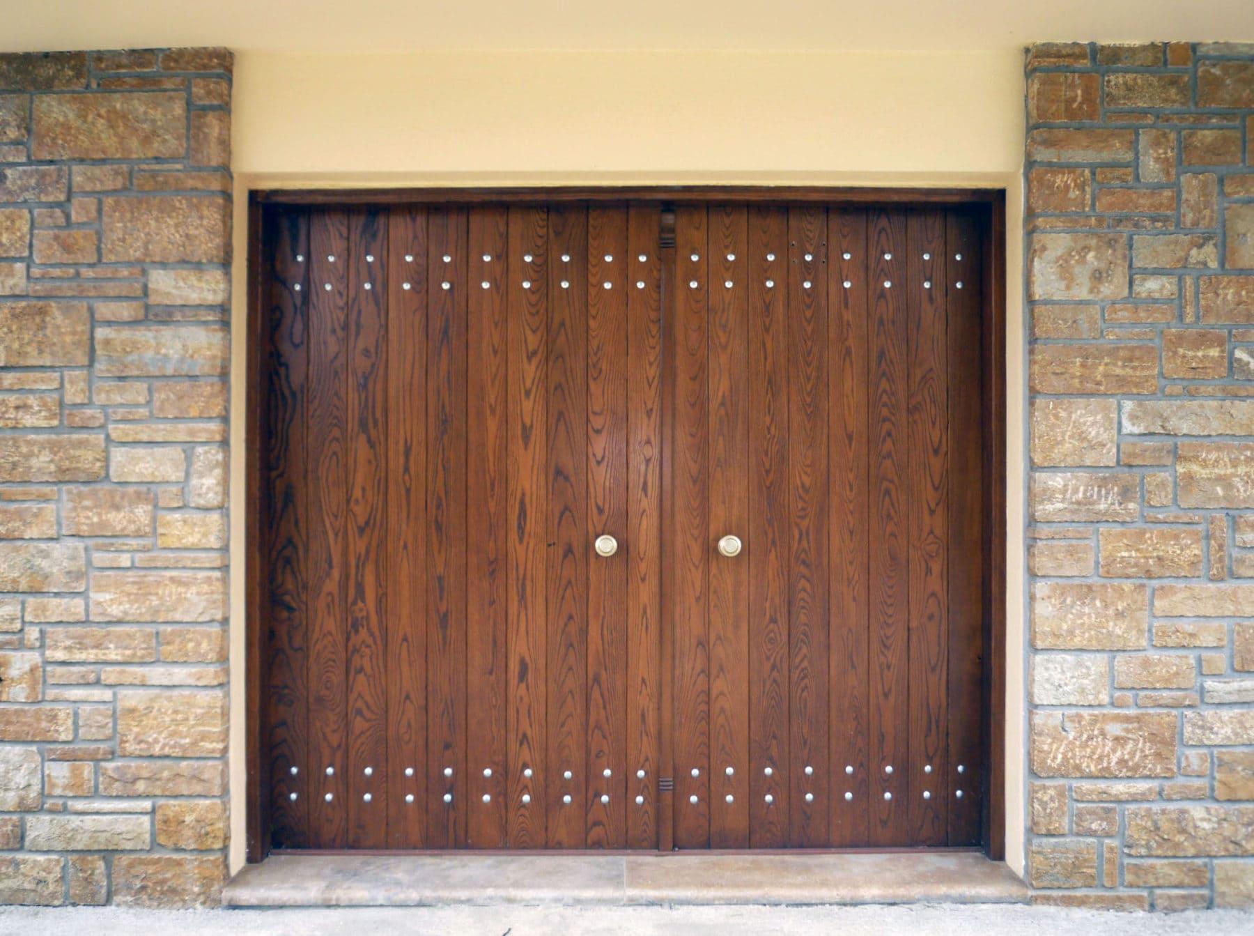 ξύλινη πόρτα ραμποτέ