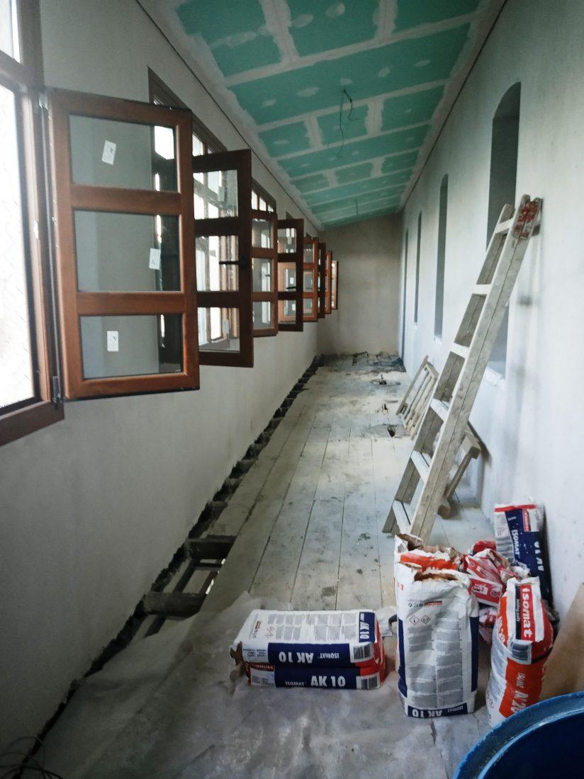 Εργοτάξιο με ξύλινα κουφώματα (2)