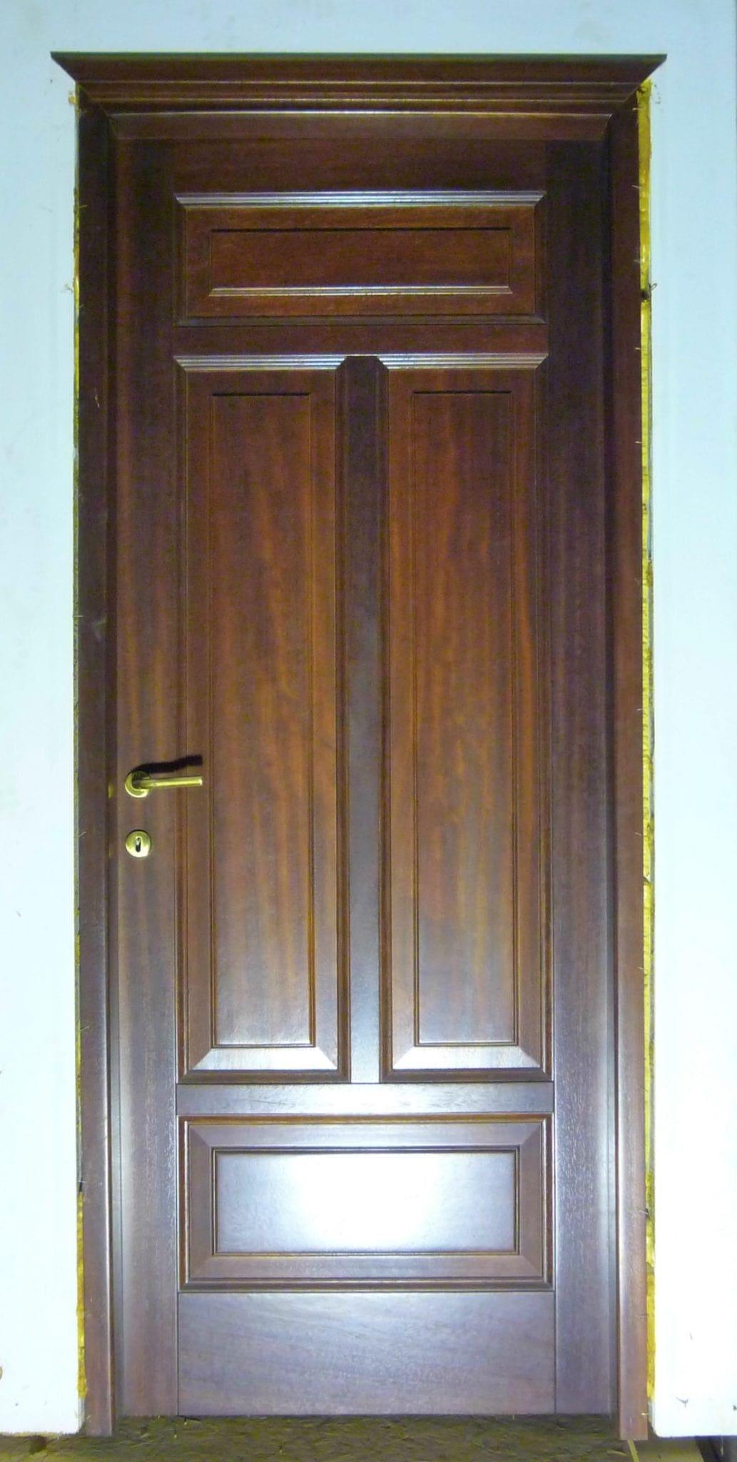 ταμπλαδωτή εσωτερική πόρτα