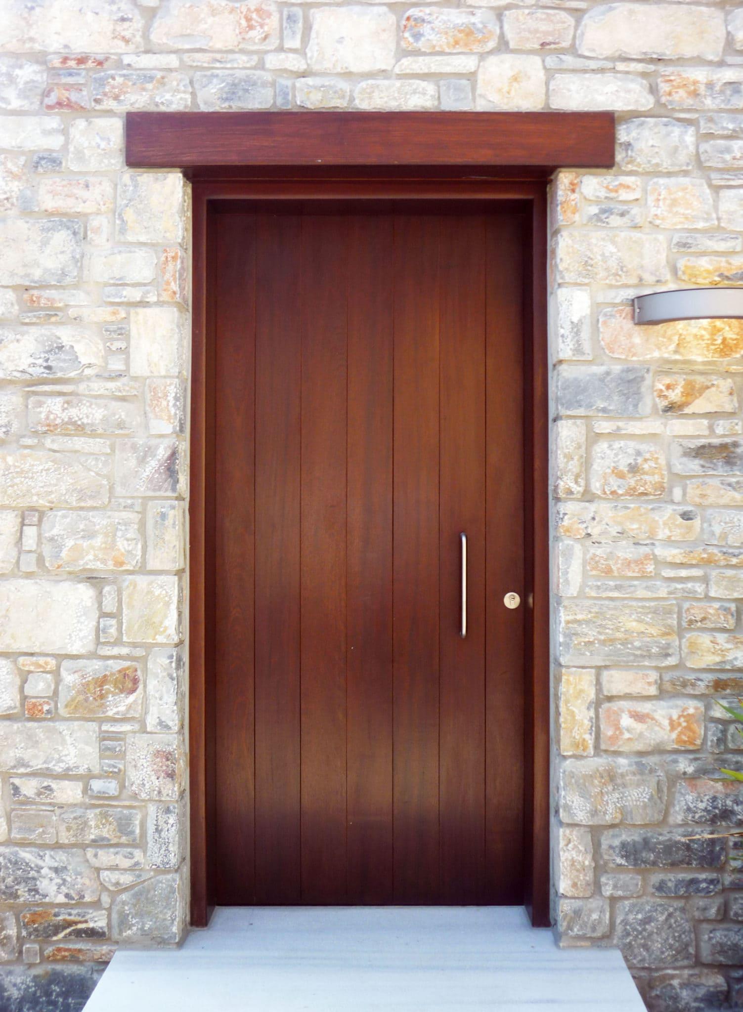 μονόφυλλη ξύλινη πόρτα ραμποτέ