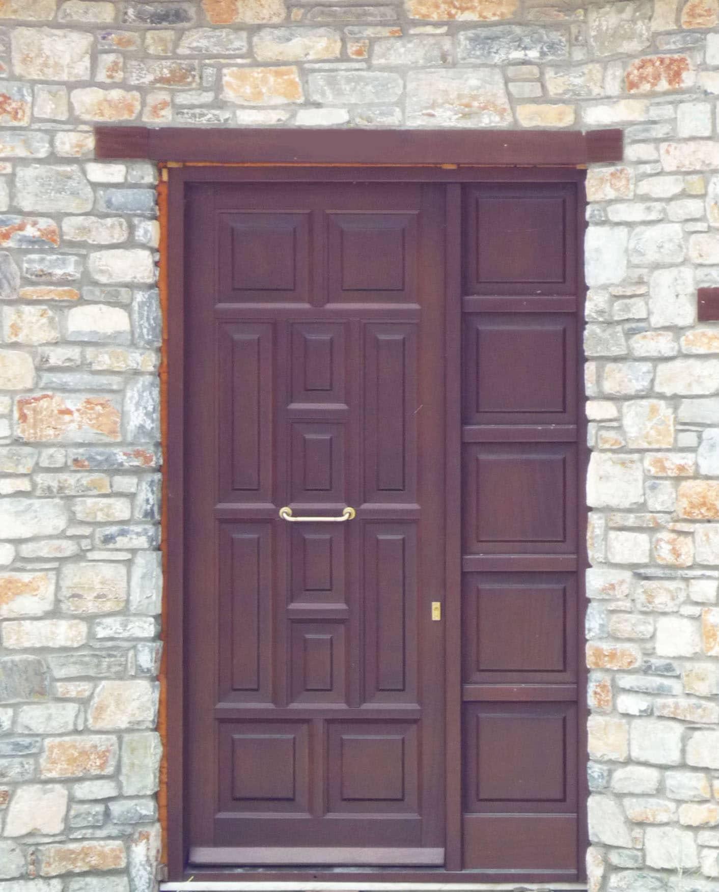 ξύλινη εξώπορτα με σταθερό φύλλο