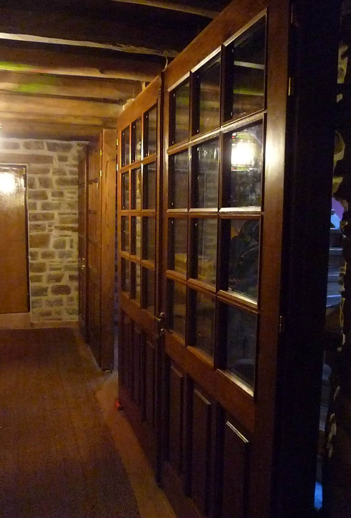 δομή ειδικής κατασκευής με πόρτα