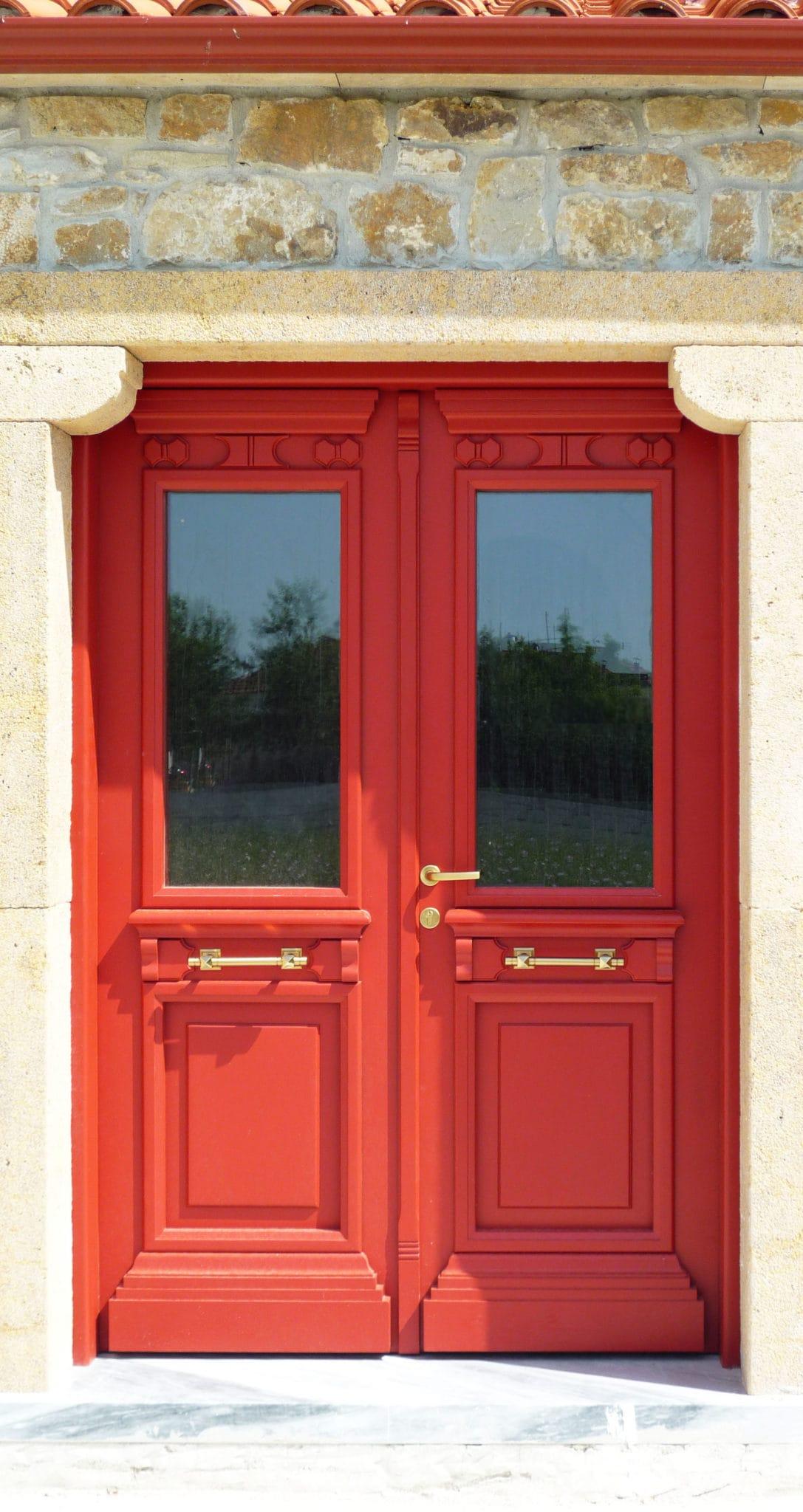 πόρτα σε κόκκινο χρώμα RAL