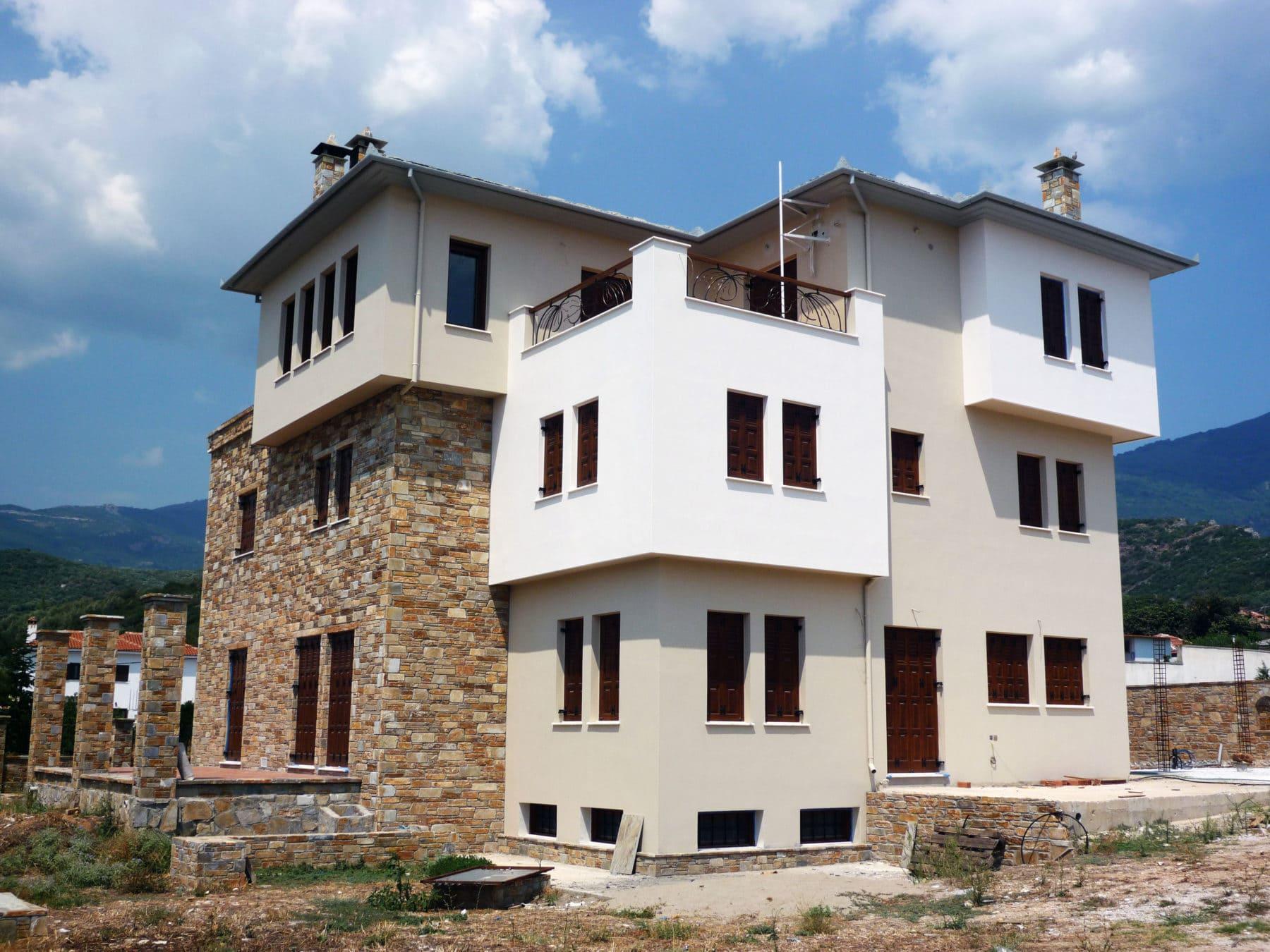 κατοικία με κουφώματα Athos και υποδομή για πέργκολες