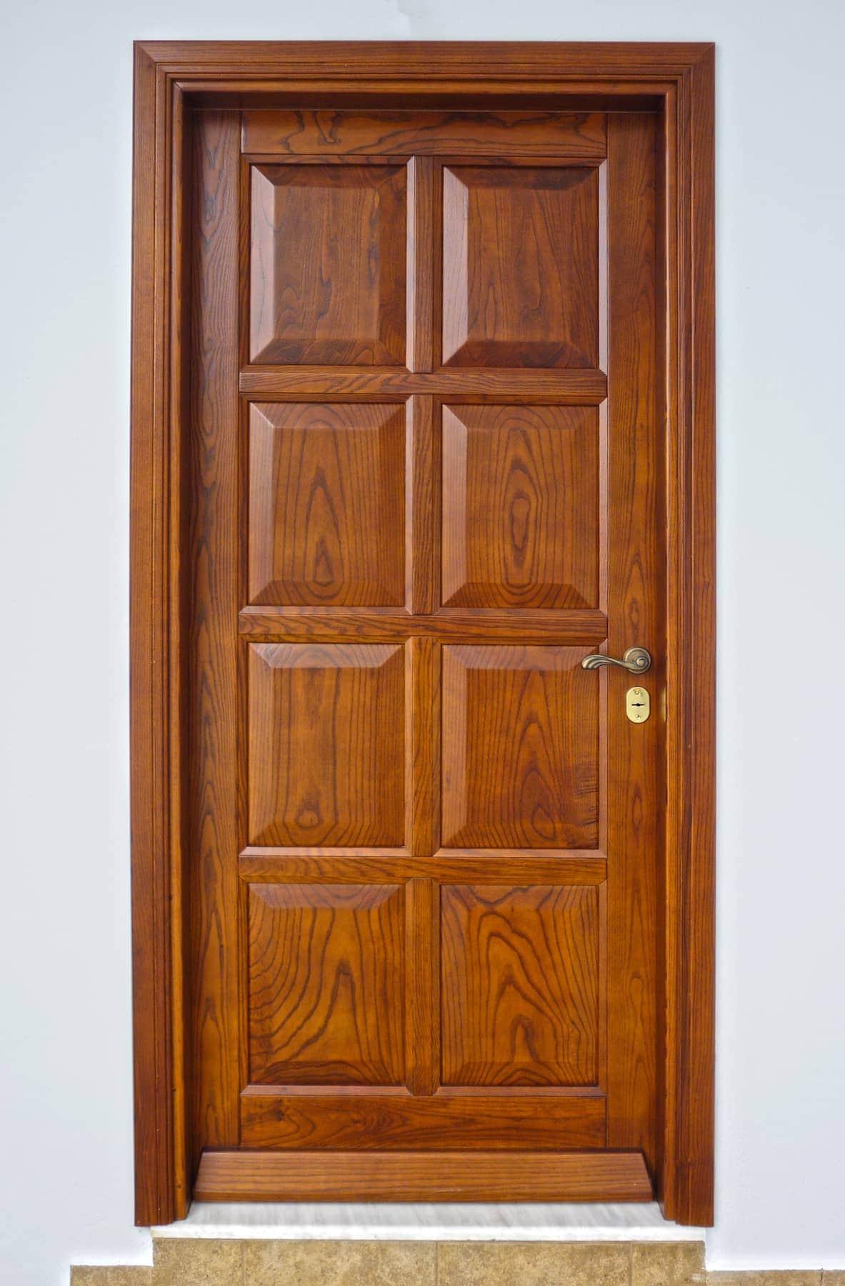 ξύλινη εξώπορτα παραδοσιακή με κλείδωμα τριών σημείων