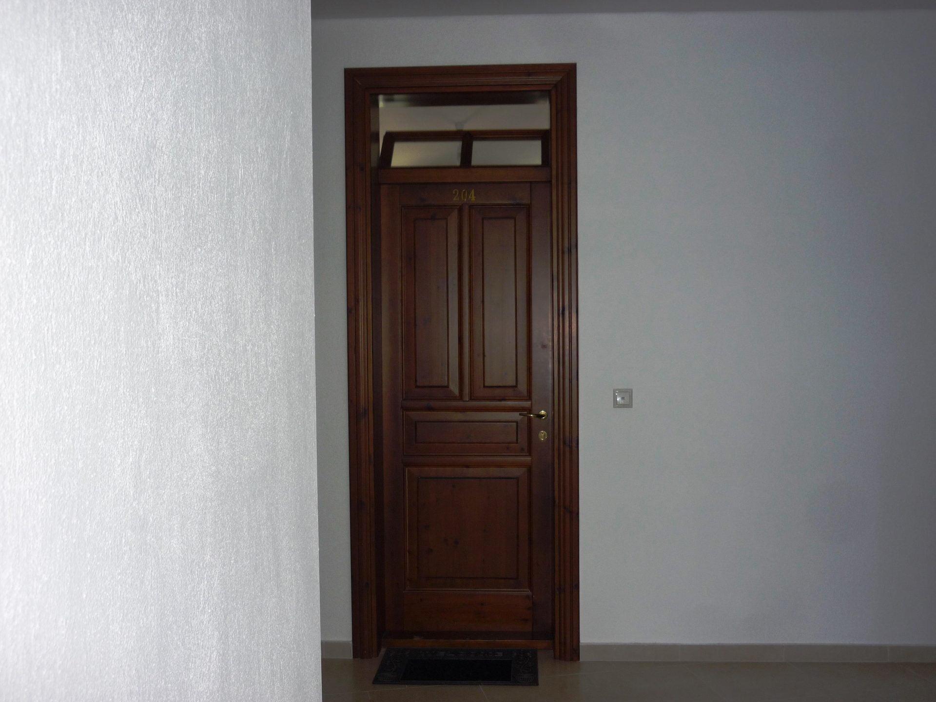 Ταμπλαωτή εσωτερική πόρτα με φεγγίτη