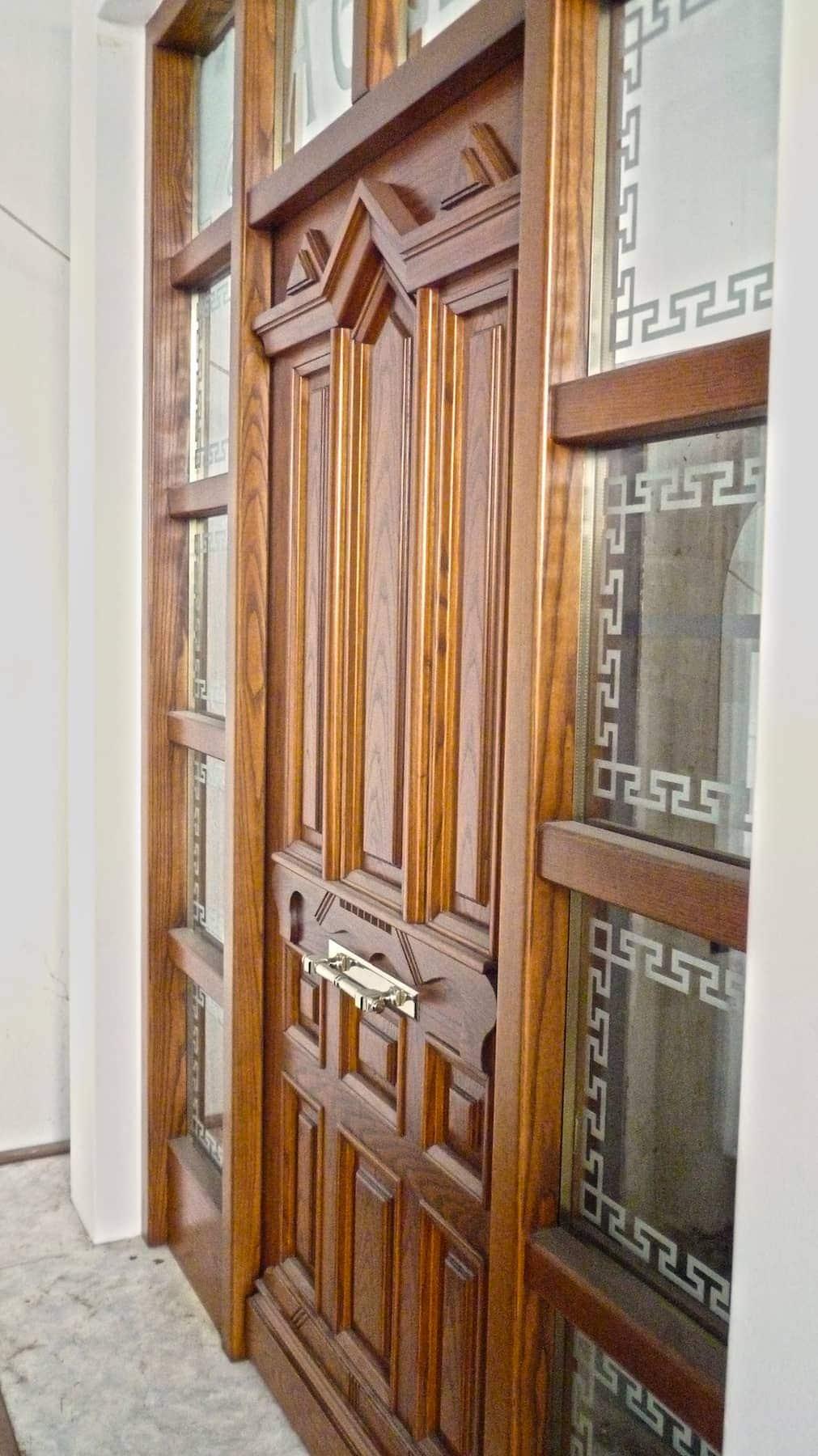 ATHOS Signature Collection Μονόφυλλη κύρια είσοδος με περιμετρικά τζαμιλίκια